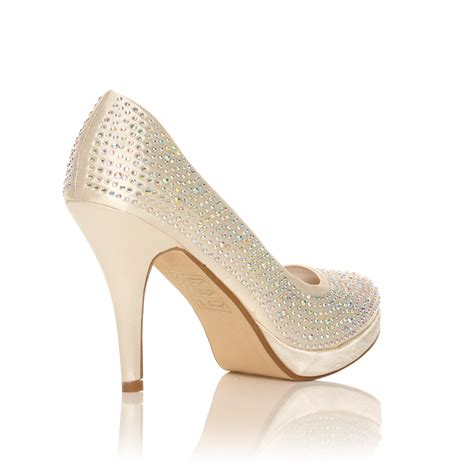 Queste scarpe da sposa meritano di essere le protagoniste di un grande evento. Scarpe Da Sposa Tacco Altissimo - Scarpe da sposa con ...