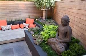kleiner urbaner garten gestaltung sitzbank buddha figuren With französischer balkon mit buddha für garten groß