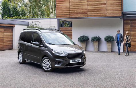 Ford Courier 2020 by Ford Tourneo Courier 2018 2019 2020 Opiniones