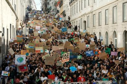 Pictures: Climate change protests by young people around ...