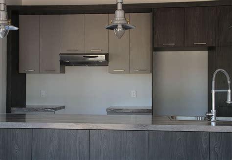 armoire de cuisine mélamine grise et bois
