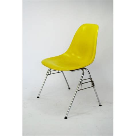 chaise eames fibre de verre charles et eames chaise simple charles and eames