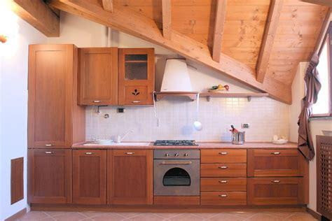 cucina mansarda soluzioni per la mansarda arredo la cucina cose di casa