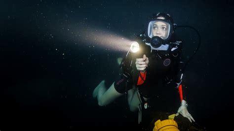 meters  review mandy moores shark thriller
