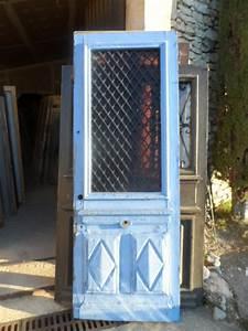 Grille Porte D Entrée : porte bleue grille en fonte en l 39 tat porte d 39 entr e ~ Melissatoandfro.com Idées de Décoration