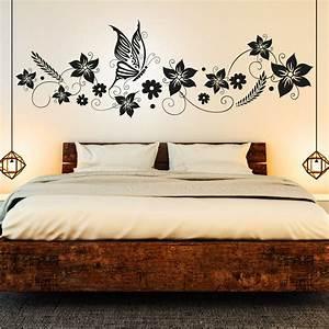 Deko Für Schlafzimmer : wandtattoo blumen ranke mit schmetterling deko f r schlafzimmer ~ Orissabook.com Haus und Dekorationen