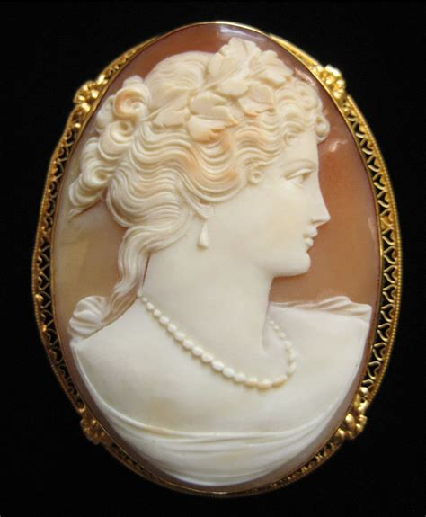 Victorian Hand Carved Shell Cameo 14K Gold Pin/Pendant 2