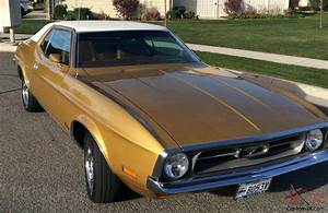 Beautifully restored 72 Mustang Coupe