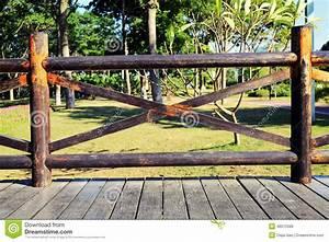Balustrade En Bois : balustrade en bois la terrasse vide photo stock image ~ Melissatoandfro.com Idées de Décoration
