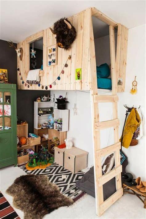 Kinderzimmer Ideen Für Zwei by Holzbett Auf Zwei Etagen Im Imteressanten Kinderzimmer