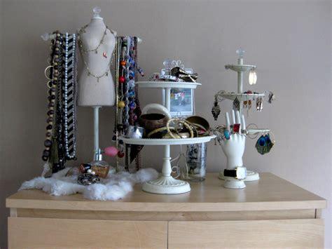 Pottery-barn-jewelry-display