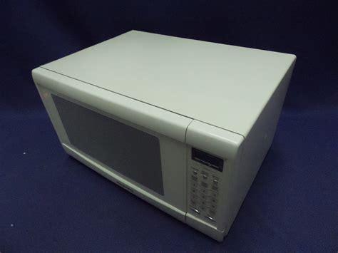 panasonic chairs calgary panasonic 1 2 cu ft 1200w genius inverter microwave oven