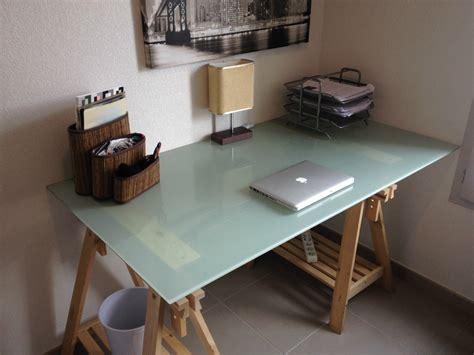 table de bureau en verre bureau treteaux plateau verre ikea