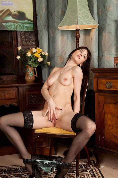 Brunette Milf Vineeta Rose Polish Her Pink Pearl Milf Fox
