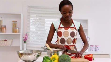femme chef cuisine see the 7 non physical things find attractive in