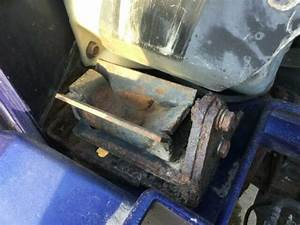 2000 International 9200 Right Hood Rest   Support Assembly