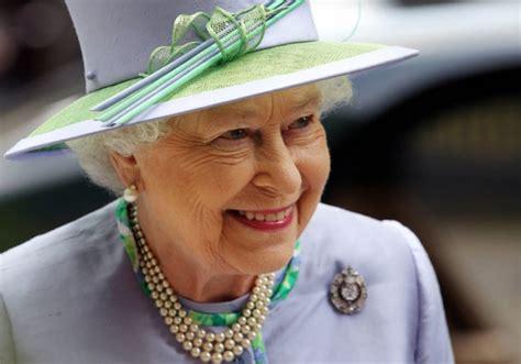 Apríl 1926, mayfair, spojené kráľovstvo) je kráľovná spojeného kráľovstva a ďalších 15 štátov commonwealthu. Fotografie č. 1 u článku Královna Alžběta v Česku! Co tady ...