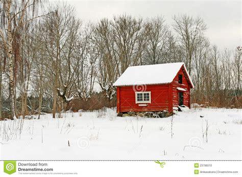 maison en bois su 233 doise traditionnelle dans la neige photo stock image 23796510