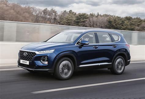 2019 Hyundai Santa Fedriving