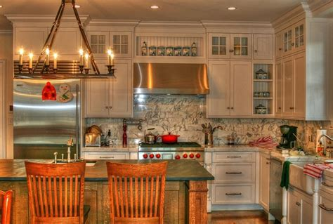 White English Country Kitchen  Traditional  Kitchen