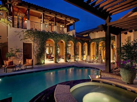 shaped house  courtyard    hacienda style homes spanish style homes