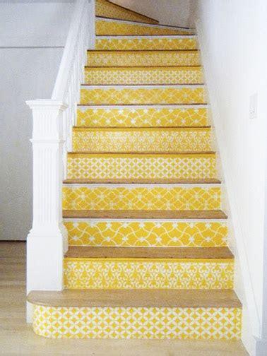 le papier peint jaune du papier peint pour un escalier d 233 co et styl 233 d 233 co cool