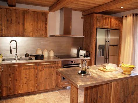 modele de cuisine en bois design cuisine chalet vieux bois chalet