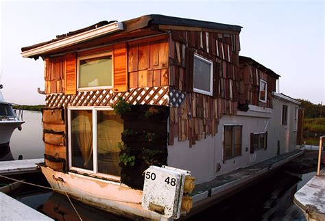 Living On A Boat In New York City by How To Live On A Houseboat In New York City