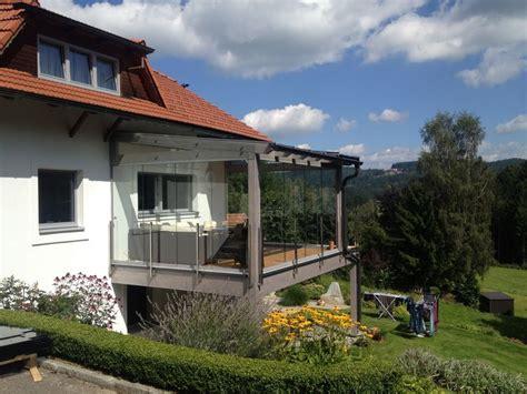 glasschiebewand für terrasse als windschutz die besten 25 windschutz glas ideen auf dachterrasse windschutz windschutz balkon