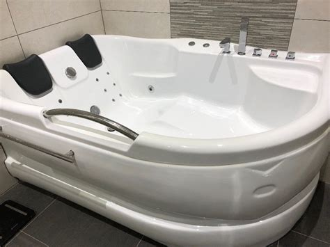 Are Looking For Bathtub Jacuzzi?