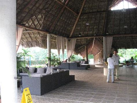 Open air hotel lobby - Picture of Hotel Villa Mercedes ...