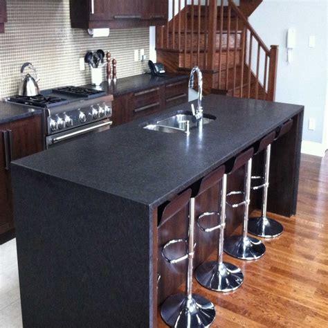 cuisine avec comptoir comptoir de cuisine en granit avec pattes nuance design