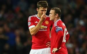 (Video) Michael Carrick shows Man Utd star Wayne Rooney ...