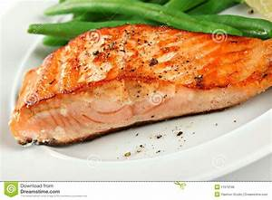 Closeup Of Grilled Salmon Fillet With Green Beans Stock ...