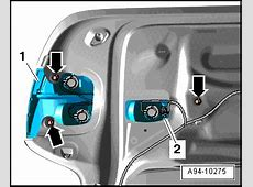 How do i replace the bulb in Audi Q7 tail light?
