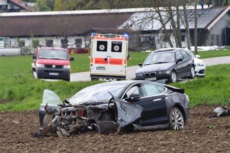 Tesla Model S Crash by Crashes S New Tesla Model S In High Speed
