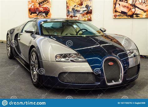 2010 bugatti veyron 16.4 super sport 1199 ps, 1888 kg. FRANKFURT, GERMANY - SEPT 2019: Silver Gray Dark Blue BUGATTI VEYRON EB 16.4 Coupe 2005 2015 ...