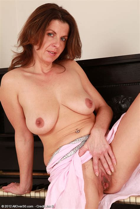 Patris Polish Her Pearl By The Piano Milf Fox