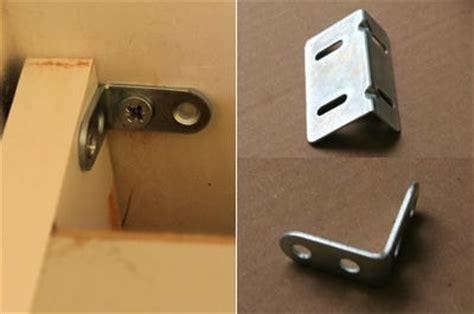 comment fixer un meuble de cuisine au mur fixer les meubles au mur monter une cuisine aménagée