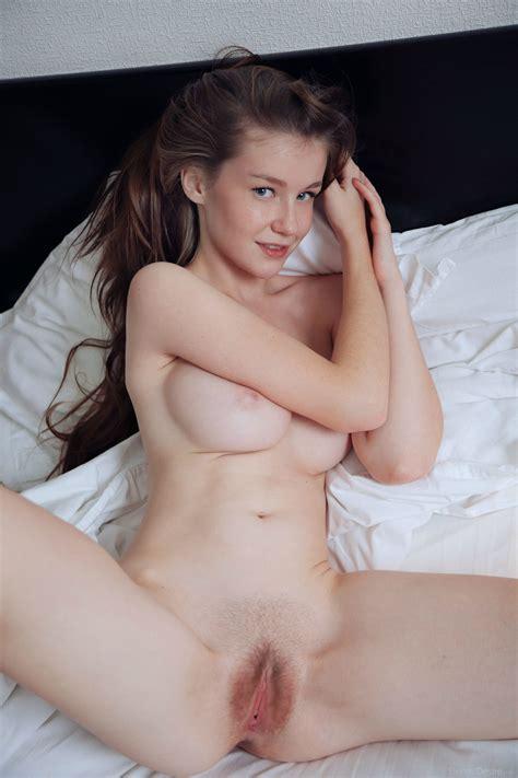 Emily Bloom Spreading Porn Pic Eporner