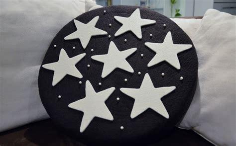 cuscini forma di biscotto stefania crea cuscini a forma di biscotto simil quot pan di