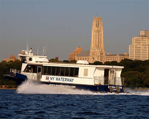 Ferry Boat New York by Ny Waterway Ferry Boat On The Hudson River New York City