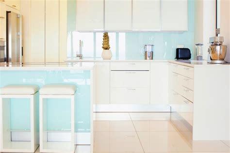 crédences de cuisine en verre laqué sur mesures crédence de cuisine en verre sur mesure securit bleu clair