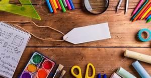 Письменный стол, школьные принадлежности, пустой тег ...