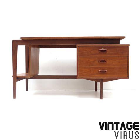 bureau retro groot vintage bureau met 3 lades en boekenkast