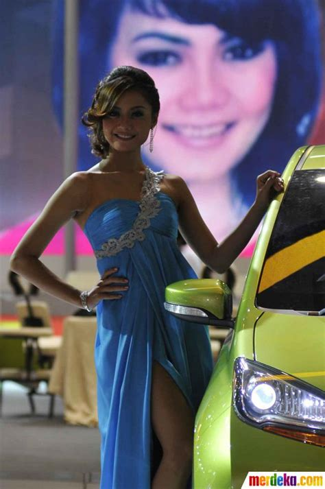 foto wajah wajah cantik  pameran otomotif iims