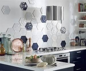 Carrelage Mural Hexagonal : peinture carrelage motifs comment bien les dissimuler marie claire ~ Carolinahurricanesstore.com Idées de Décoration