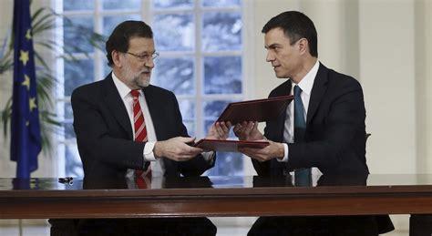 Rajoy Y Sánchez Se Hacen La Foto En Moncloa Pese A Los