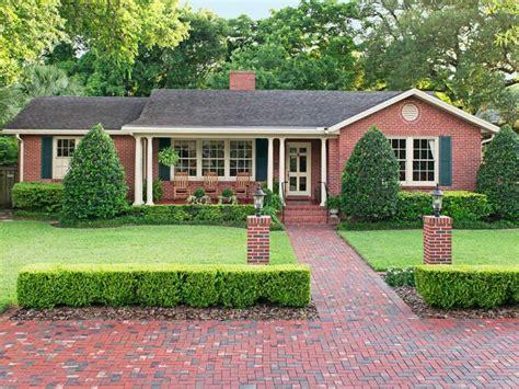 best 25 brick ranch houses ideas on brick