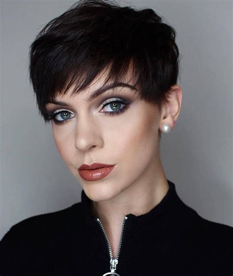 Layered bob with short, blunt fringe, balayage short hairstyles. Messy Pixie Haircuts to Refresh Your Face, Women Short Hairstyles 2021
